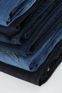 wasserette-stapel-spijkerbroeken-design-kleding_3294016